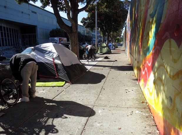 A homeless encampment on Harrison Street in San Francisco. Photo by Lydia Chávez The San Francisco News