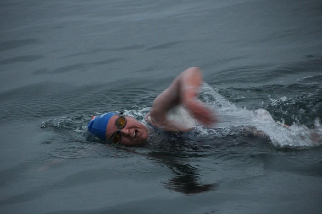 Kim Chambers begins her swim.<br>Photo courtesy of Adobe Life <br>The San Francisco News</br>
