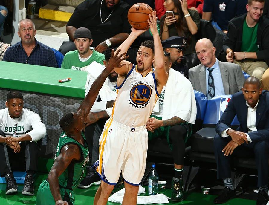 Watch Curry, Thompson help their team register eighth straight win