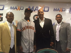The press conference where the Giants signed top prospect Lucius Fox.